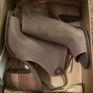 Lucky Brand 10M leather booties